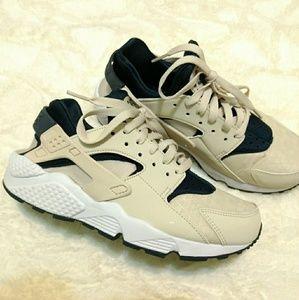 Nike Hurrache Shoes